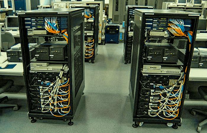 Поставка серверов и рабочих мест